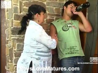 Victoria&Adam gorgeous mom in action