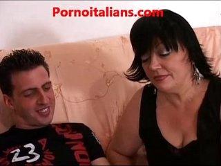Mamma italiana scopa amico del figlio Italian mom fucks her son's friend
