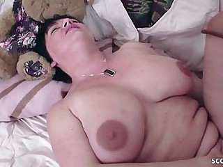 German Mom - JUNGSPUND FICKT MUTTI